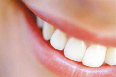 Белые пятна на зубах у взрослых и детей
